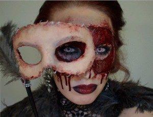 maquillajes-de-terror-mascara-con-sangre-disfracesmimo-300x230-1